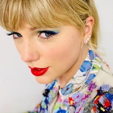 Taylor Swift se atreve con las mechas rosas, tienen truco y toda podemos copiarlas en casa