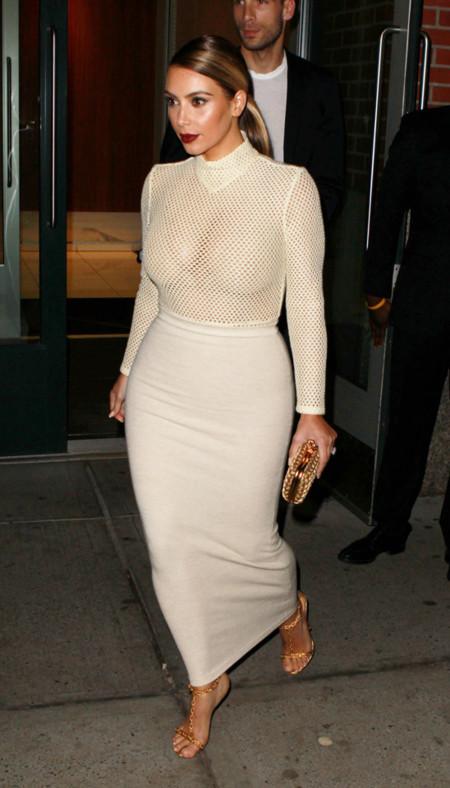 Falda Kim Kardashian look