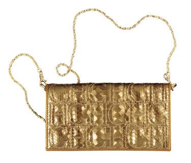 El clutch o bolso de mano, el complemento perfecto para lucir en fiestas o bodas