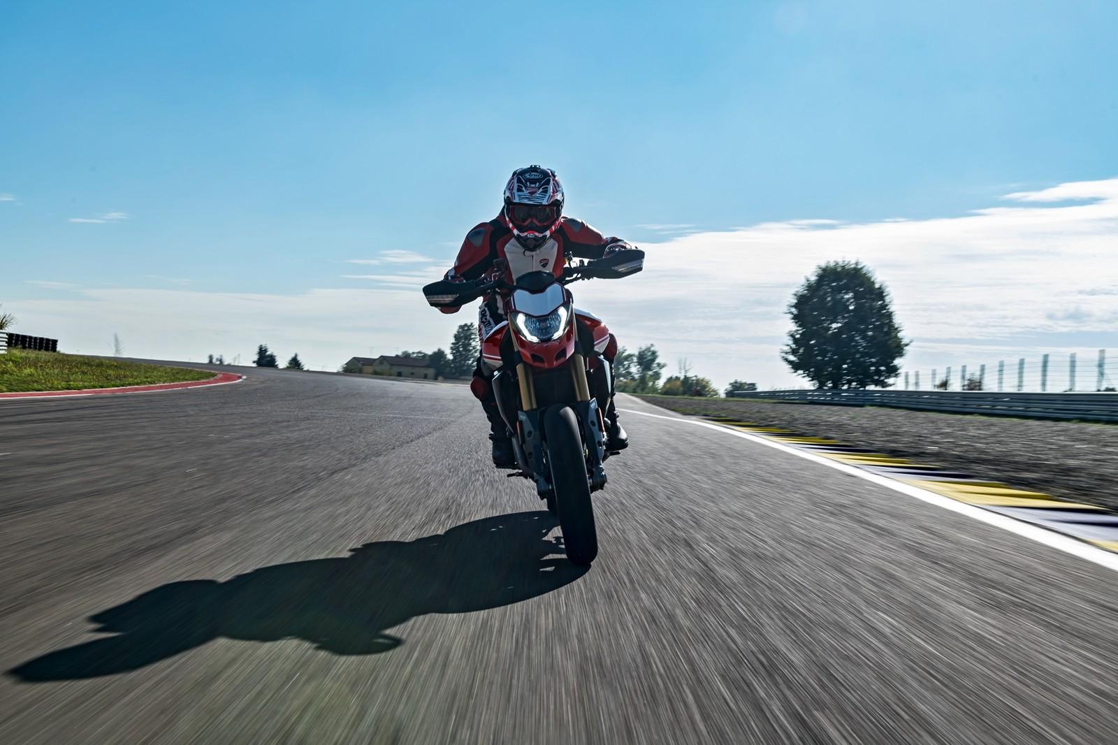 Foto de Ducati Hypermotard 950 2019 (7/76)
