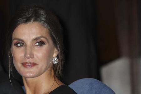 Doña Letizia elige un vestido de Armani en el concierto de los Premios Princesa de Asturias