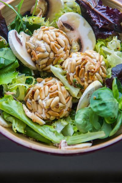 ensalada de espinacas con bolitas de atun