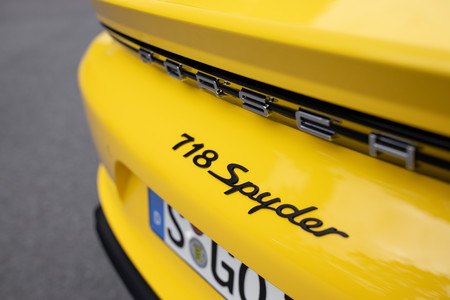 Porsche 718 Spyder logo