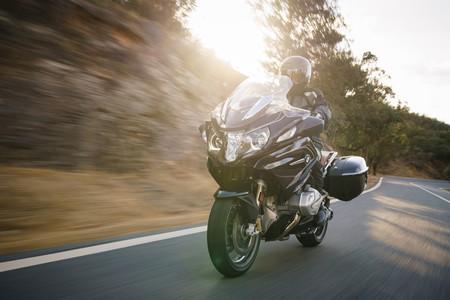 La BMW R 1250 RT 2019 también estrena motor con distribución variable, más potencia y mejor tacto