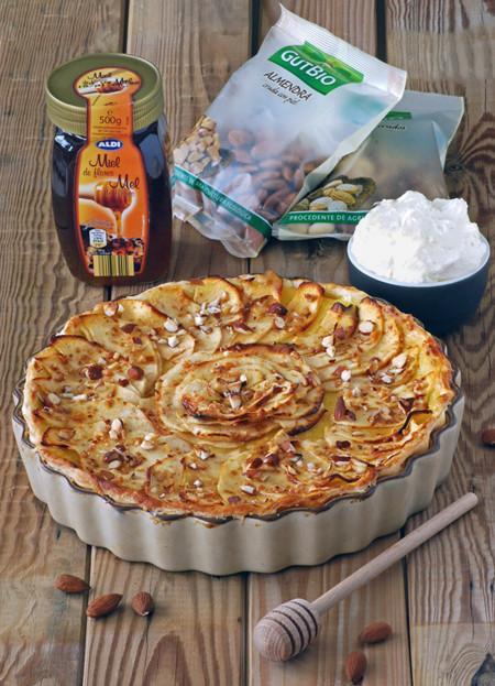Receta de tarta de manzana y crema pastelera con frutos secos y miel