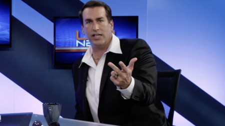 Rob Riggle es Frank West