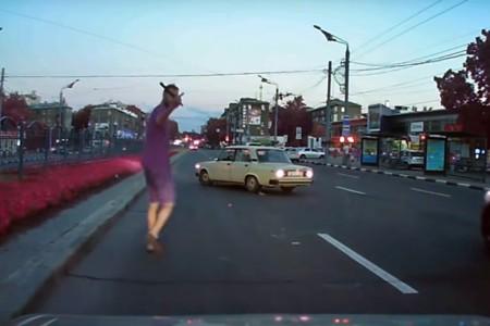 El karma ruso se está cansando, y así pone en su lugar a los conductores agresivos