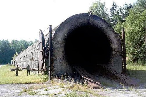 La URSS quiso probar si sus vehículos soportaban las armas nucleares, así que creó el UT-5000: el túnel de la destrucción