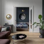 Puertas abiertas; un pequeño apartamento en Polonia que nos da una buena lección acerca de cómo emplear el color para crear sensaciones