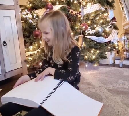 La emotiva reacción de una niña ciega al recibir de regalo de Navidad unos libros de Harry Potter en braille