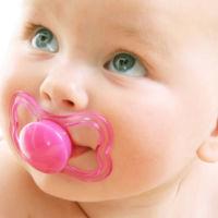 El uso prolongado del chupete, relacionado con problemas en el desarollo del habla