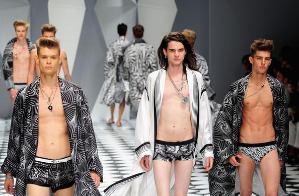 Foto de Versace, Primavera-Verano 2011 en la Semana de la Moda de Milán (10/20)