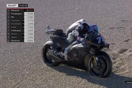 Primeras imágenes de Álex Márquez en MotoGP: una Honda RC213V totalmente negra y primera caída