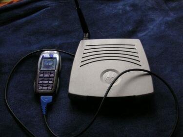 Router Wi-Fi conectado a un móvil