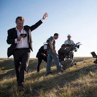 """La representante de Christopher Nolan zanja la polémica sobre las sillas en sus rodajes: """"Él no las usa, pero no están prohibidas"""""""