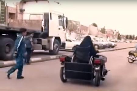 Mujer Irani Silla De Ruedas Crea Moto