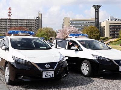 La policía de Japón estrena coches eléctricos: 22 Nissan Leaf para que los ladrones no les oigan llegar