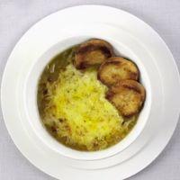 Protocolo en la mesa: cómo comer correctamente una sopa