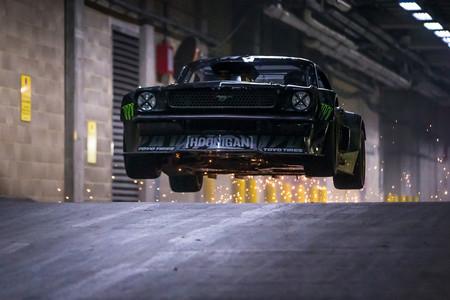 ¡Un vídeo que hará historia! Este es Ken Block para Top Gear por Londres con barra libre de derrapajes en el Mustang Hoonicorn
