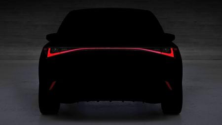 El nuevo Lexus IS se deja ver entre las sombras antes de su presentación el 9 de junio