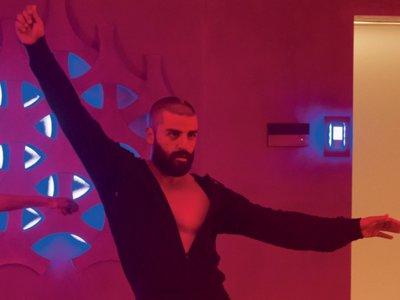 Oscar Isaac lo baila TODO - la imagen de la semana
