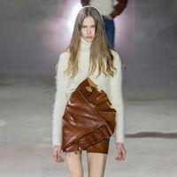Así de brutales son las prendas que ha diseñado Anthony Vaccarello para Saint Laurent y pronto se convertirán en clones