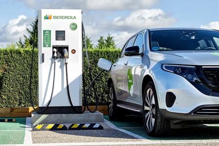Iberdrola inicia un ambicioso despliegue de puntos de carga para coches eléctricos: 150.000 por toda España