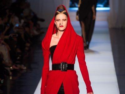 Multicultural y con referencias a los 80, así es la colección de Jean Paul Gaultier Alta Costura otoño 2017