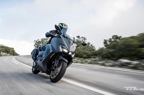 Probamos el nuevo Yamaha TMAX: mejores prestaciones y los cambios justos para seguir gobernando a los scooter
