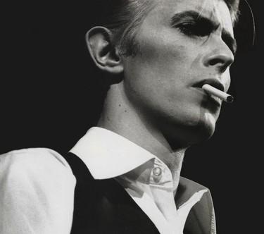 David Bowie nos abre las puertas de su armario en una exposición única