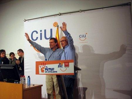 """El País: """"Se trata de parar un motín en Internet con la ayuda de CiU"""""""