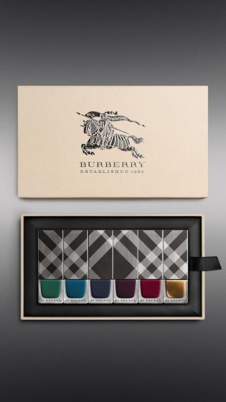 Enamorada de la nueva colección Burberry de esmaltes de uñas