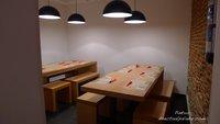 La insufrible moda de las mesas compartidas y mi teoría de ir en Metro