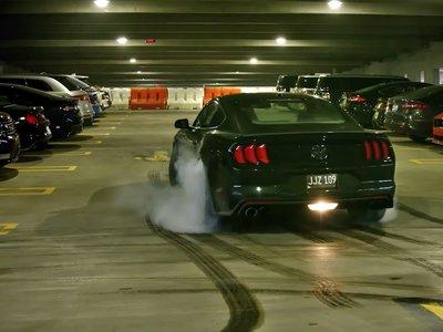 Con esta persecución brillante el Ford Mustang Bullitt le rinde homenaje a su abuelo