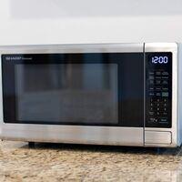 Sharp anuncia nuevos microondas con WiFi y Alexa para cocinar dando órdenes con la voz
