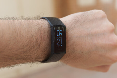 La pulsera cuantificadora Fitbit Charge 4 está rebajada en Amazon a 99,95 euros, su precio mínimo histórico