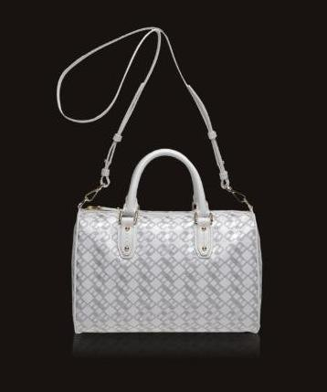 El bolso blanco en las colecciones Primavera-Verano 2010