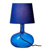 Ikea pone de moda las lámparas de mesa con pie de cristal
