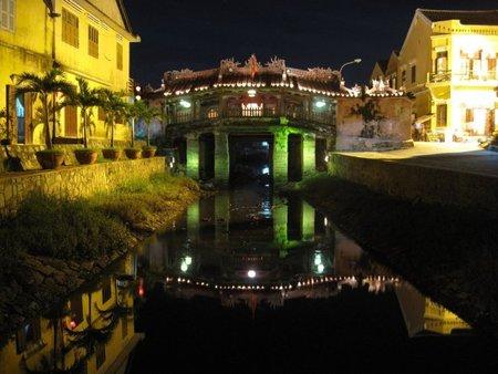 El puente cubierto japonés de Hoi An (Vietnam)