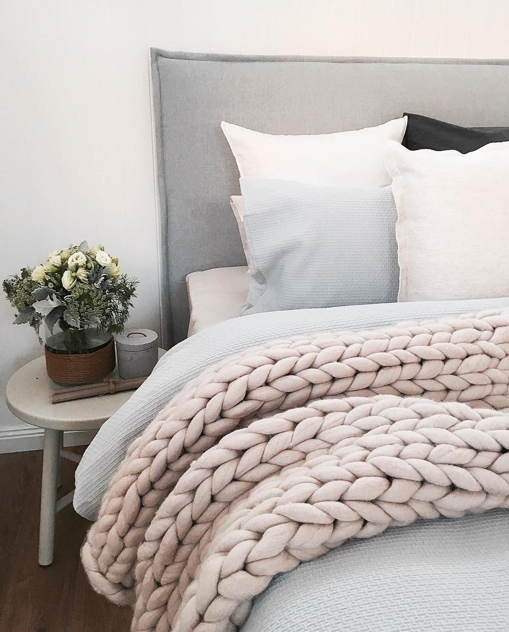 Ganchillo para principiantes: cómo tejer una manta de punto XXL de lana gruesa, la última tendencia en textiles para el hogar