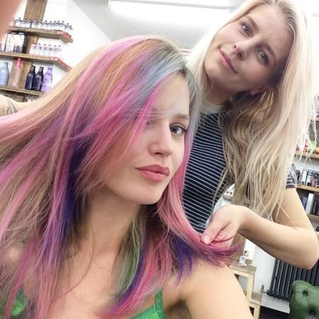 ¿Te atreverías a lucir tu melena con los colores del arco iris? Georgia May Jagger sí