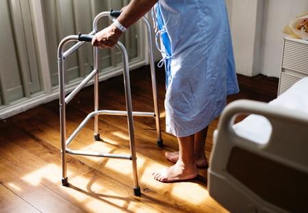 hombre-andador-hospital