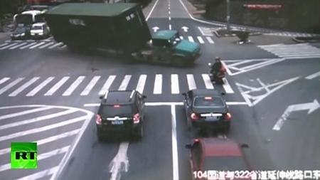 Conductor atento es conductor vivo