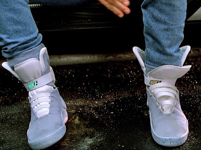 Dona 10 euros y entra en el sorteo de las zapatillas de 'Back to the Future'