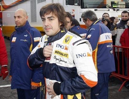 Alonso admite que le gustaría pilotar el Ferrari F2008