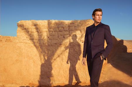 Pedro del Hierro lleva la elegancia de su colección de verano al desierto