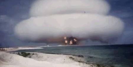 63 impactantes vídeos de pruebas nucleares están disponibles por primera vez en YouTube