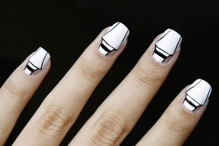 ¿Os animaríais a lucir una manicura Tippex este verano?