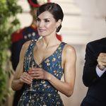 Deslumbrantes: así lucieron la Reina Letizia y Juliana Awada en la cena de gala en Buenos Aires
