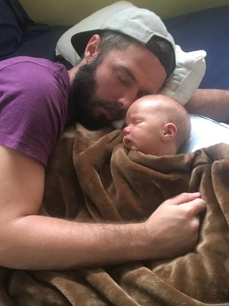forrest durmiendo con su padre